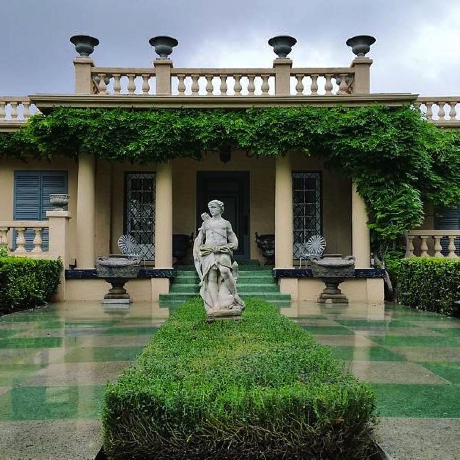entrance-virginia-robinson-gardens-beverly-hills