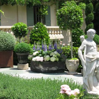 """Florists embrace """"The Art of Living"""" at the 2018 Garden Tour"""